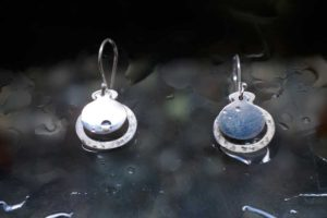 Earrings in brushed silver